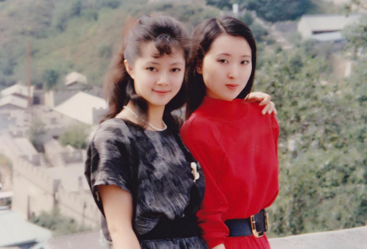 Trương Lợi (trái) và Trần Hiểu Húc thời trẻ. Ảnh: Weibo.
