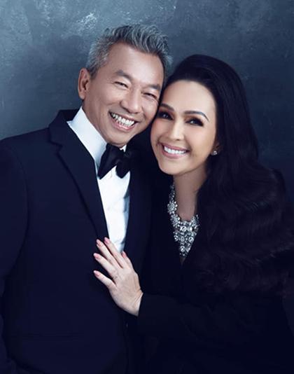 Diễm My bên chồng - doanh nhân Hà Tôn Đức (trái). Ảnh: Facebook.
