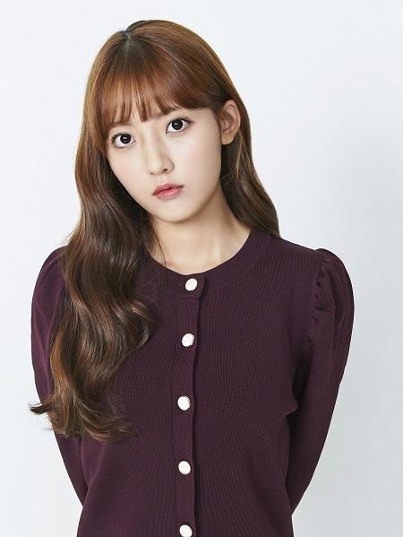 Jung Da-bin sinh năm 2000, từng gây chú ý với She Was Pretty (2015) trước khi đóng Extracurricular. Ảnh: Korseries.
