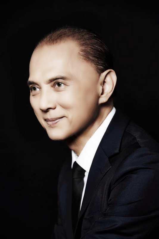 NTK Jimmy Choo - một trong những NTK gốc châu Á nổi tiếng làng mốt.