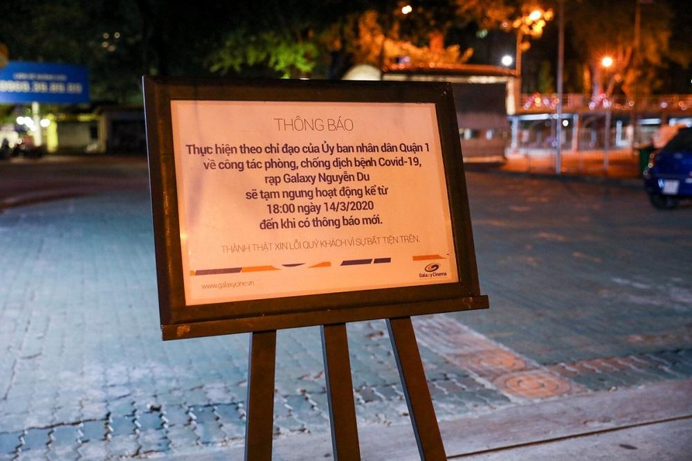 Một rạp phim ở Nguyễn Du thông báo đóng cửa từ ngày 14/3. Ảnh: Quỳnh Trần.