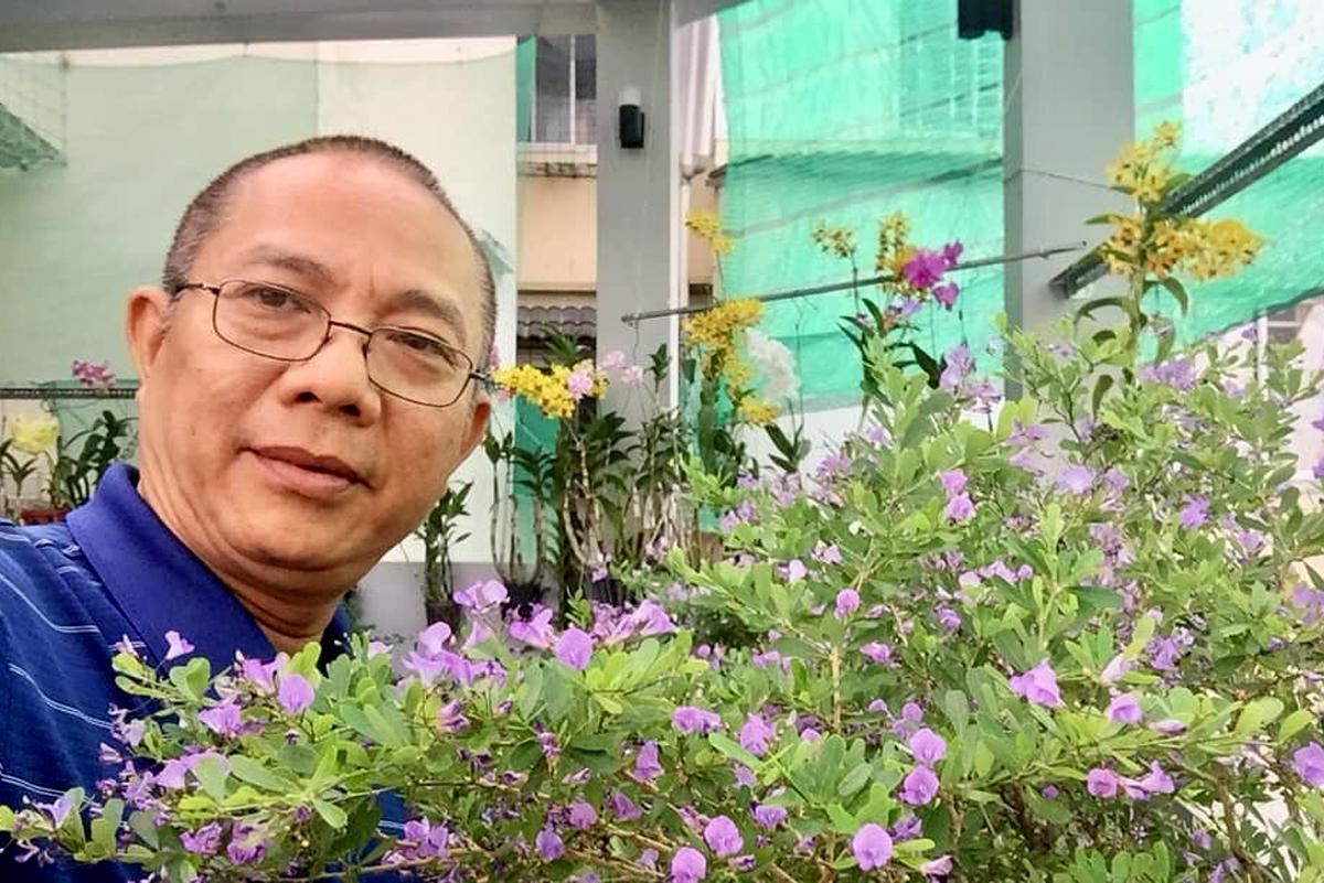 Nghệ sĩ Trung Dân cho biết ông thích làm vườn vì xuất phát là người miền quê Nam bộ. Ông dành toàn bộ sân thượng để trồng rau, cung cấp thực phẩm sạch cho bữa ăn