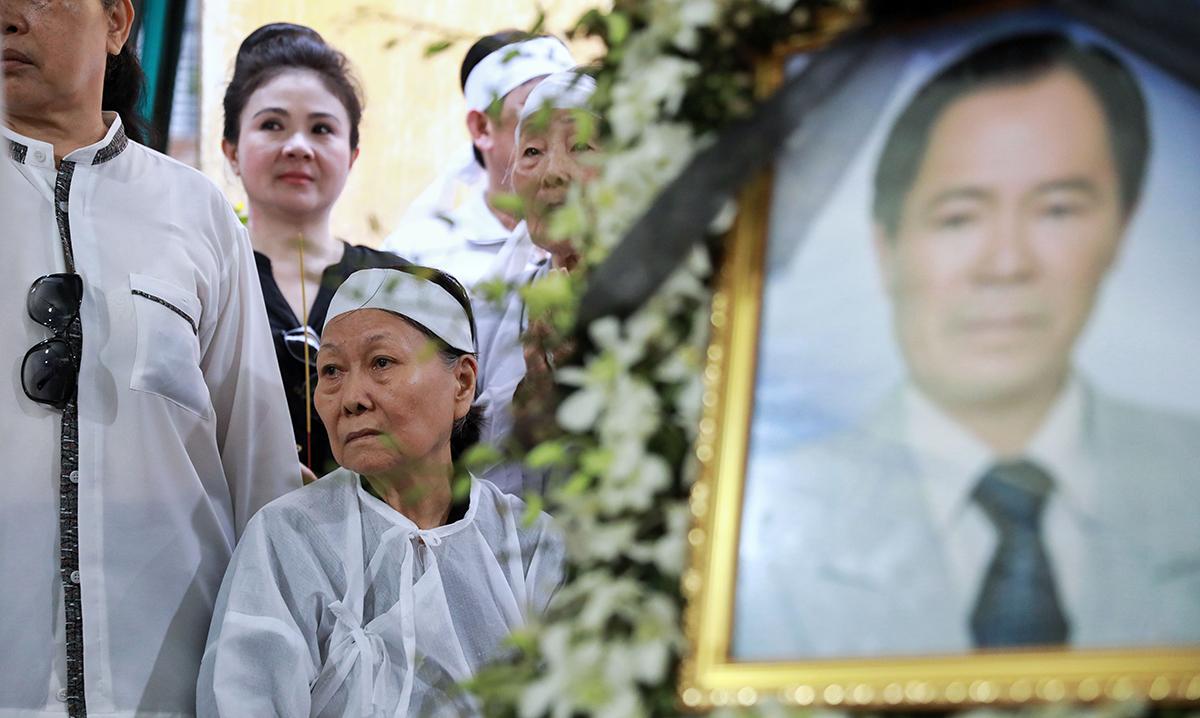 Bà Thu Tâm - vợ nhạc sĩ Vũ Đức Sao Biển - tại lễ tang sáng 10/5.