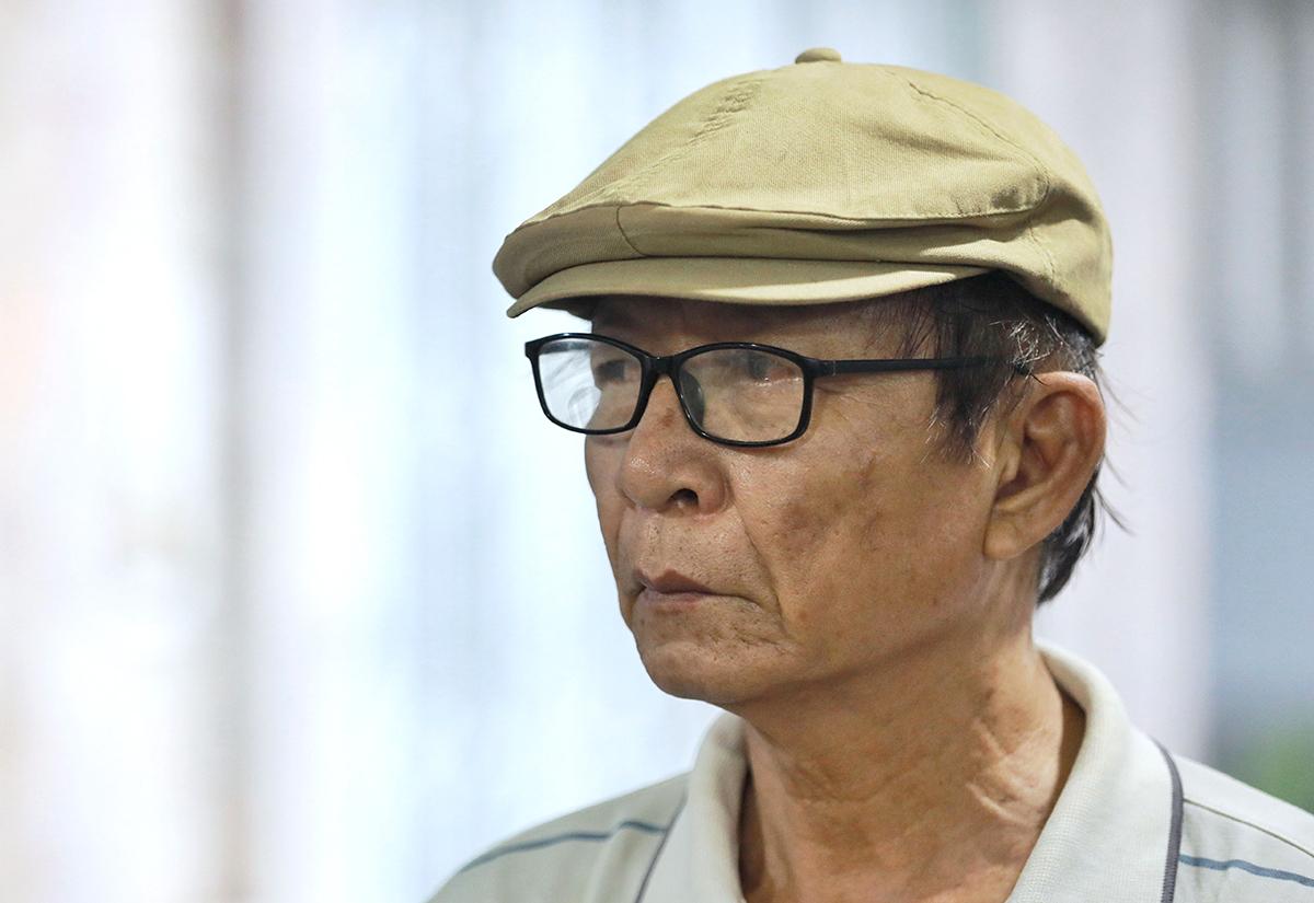 Ở tuổi gần 70, nhạc sĩ Nguyễn Hồng lặn lội từ Bạc Liêu lên TP HCM tiễn biệt Vũ Đức Sao Biển - người thầy của ông