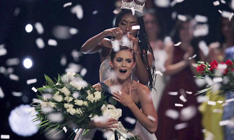 Camille Schrier đăng quang Miss America năm ngoái. Ảnh: POAC.