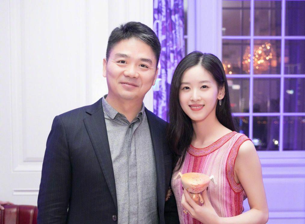 Vợ chồng Chương Trạch Thiên, Lưu Cường Đông. Ảnh: Sina.