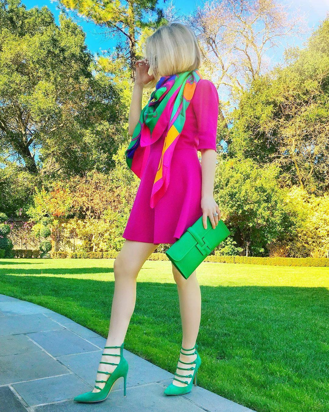 Cuộc sống là một cuộc phiêu lưu táo bạo hoặc không có gì cả. Hellen Keller ... mặc váy @dolcegabbana ly hợp và khăn choàng @hermes giày @gianvitorossi.