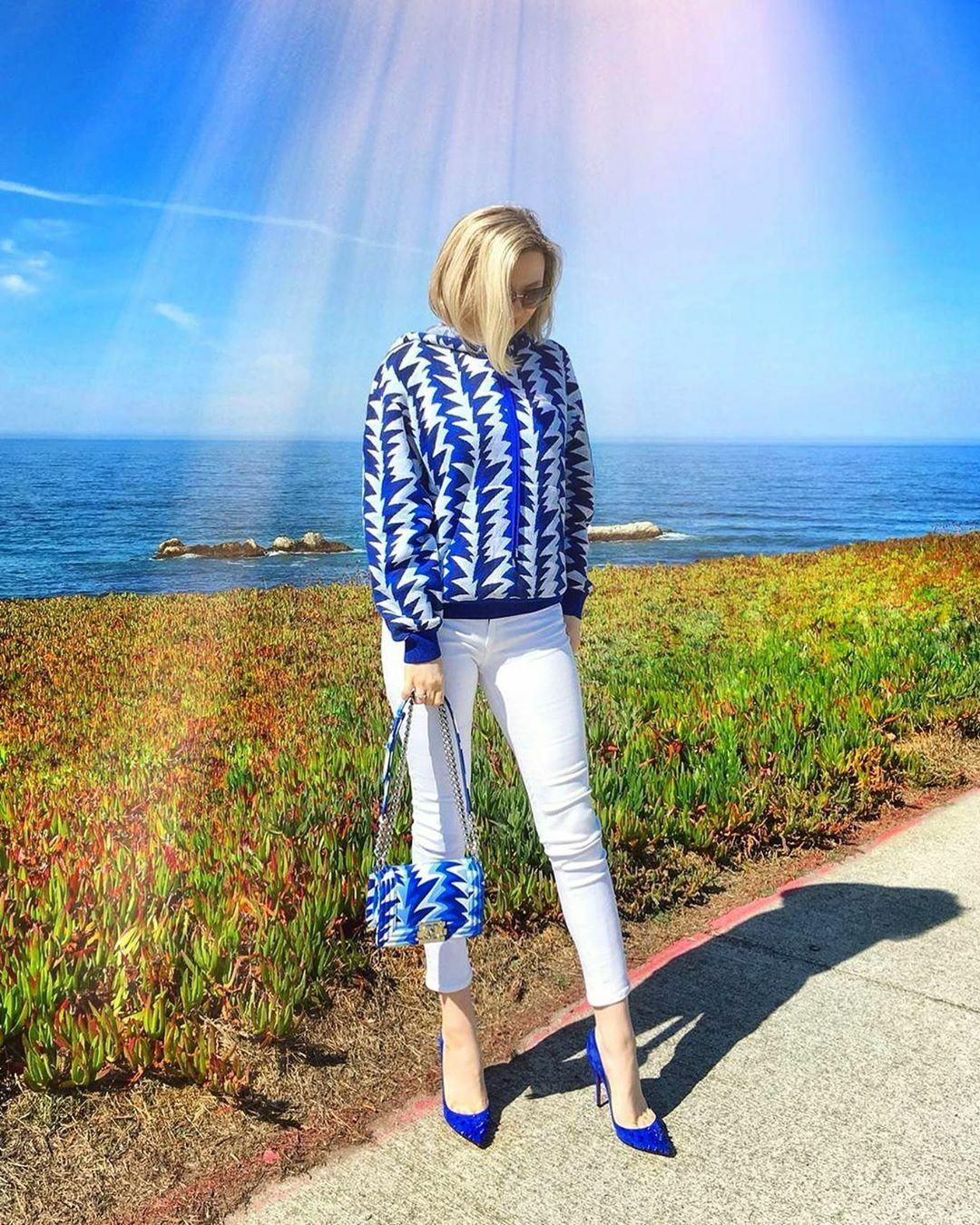 wearing sweater and bag@boy chanelofficialjeans@jbrandjeansshoes@louboutinworld.