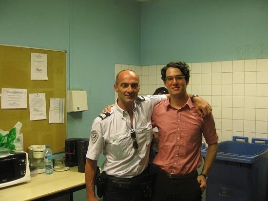 Benny Safdie và người bạn cảnh sát Jean-Marie Beulaygue. Ảnh: Benny Safdie