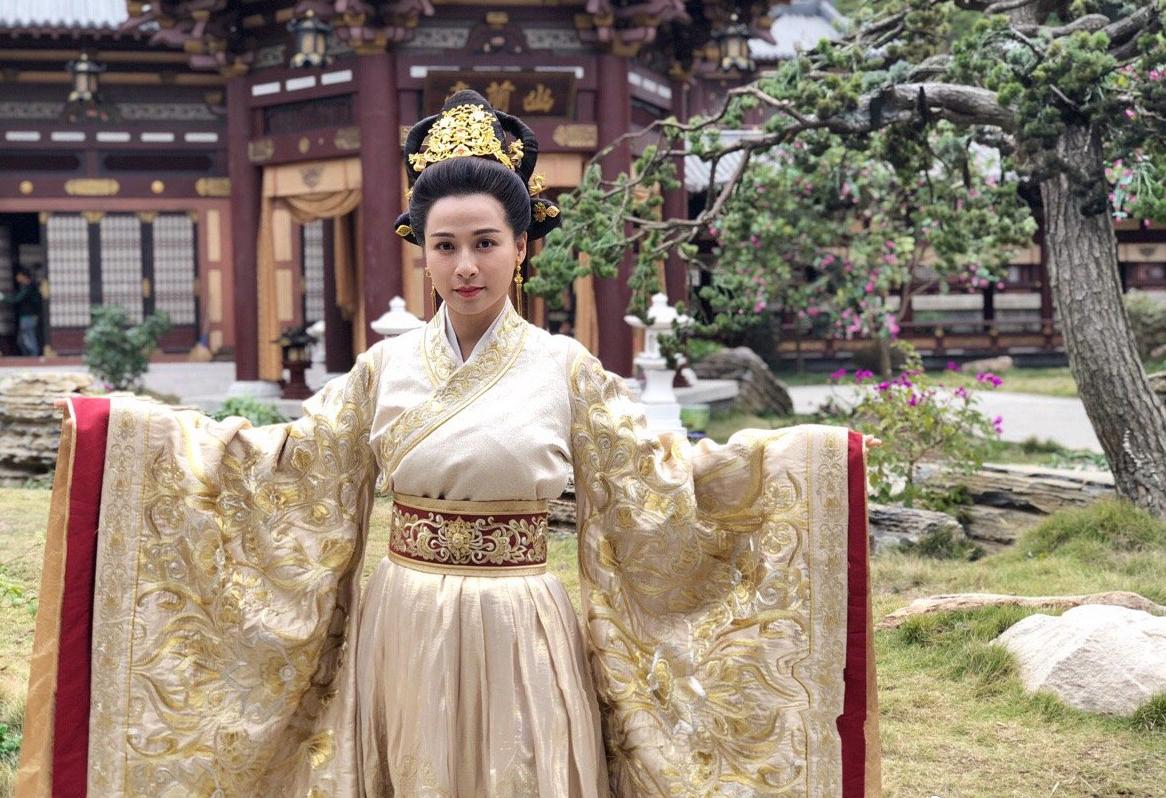 Những năm gần đây Mạch Gia Kỳ thường dự sự kiện, đóng phim ở Trung Quốc đại lục. Cuối năm ngoái, cô quay Cẩm Y Vệ: Hiệp đạo phong vân. Ảnh: Weibo.