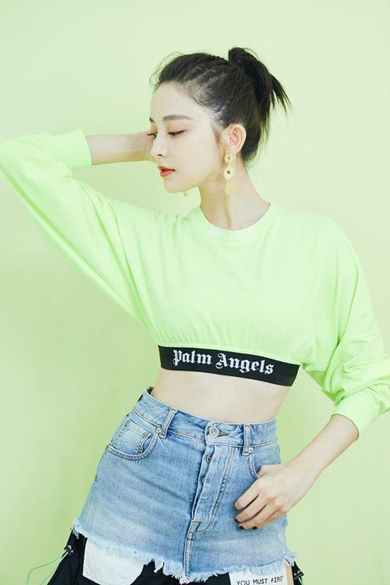 Cô là một trong các ngôi sao thời trang nổi bật Trung Quốc, là đại sứ của nhiều thương hiệu quốc tế.