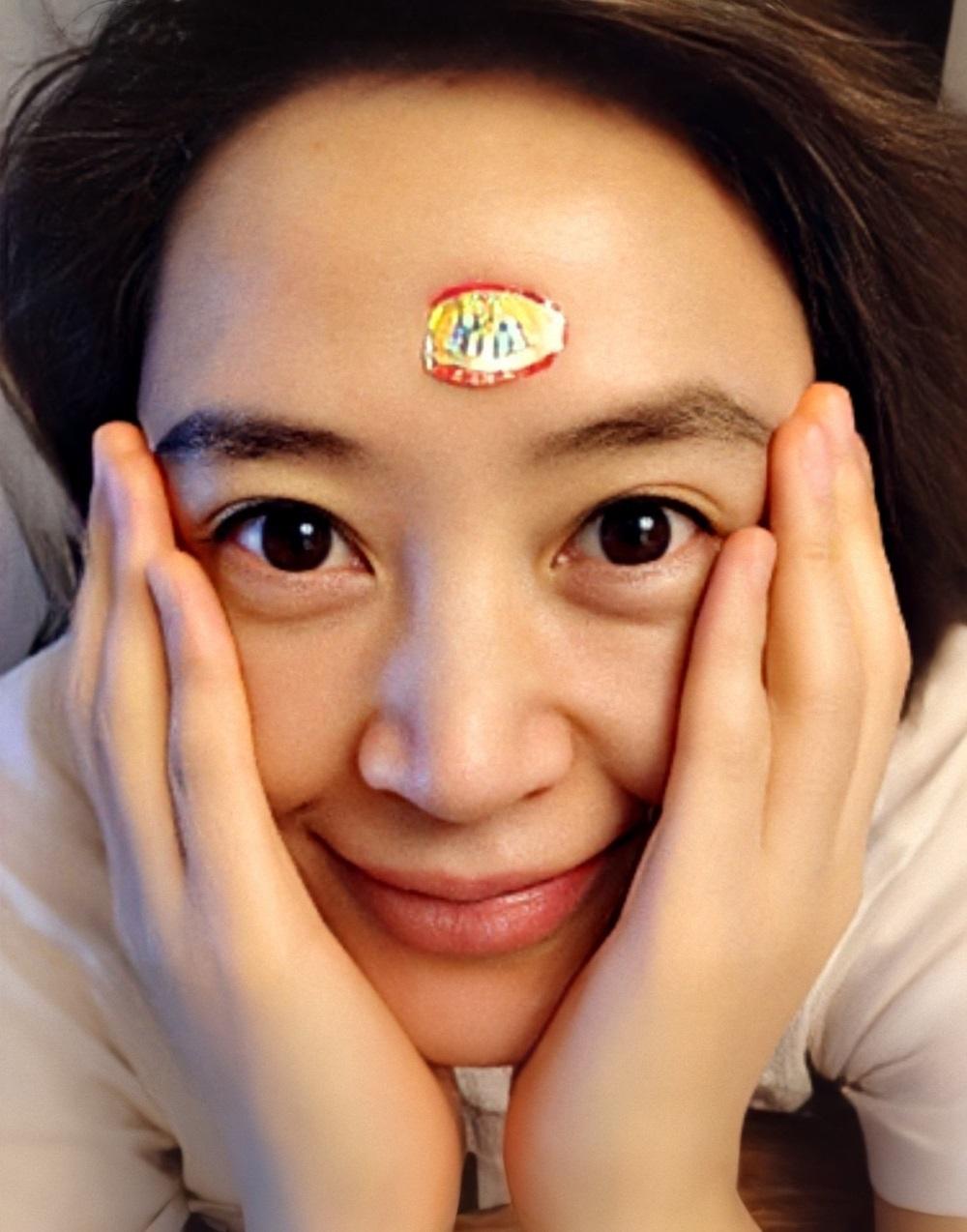 Sắc vóc Kim Hye Soo tuổi 50 - 20