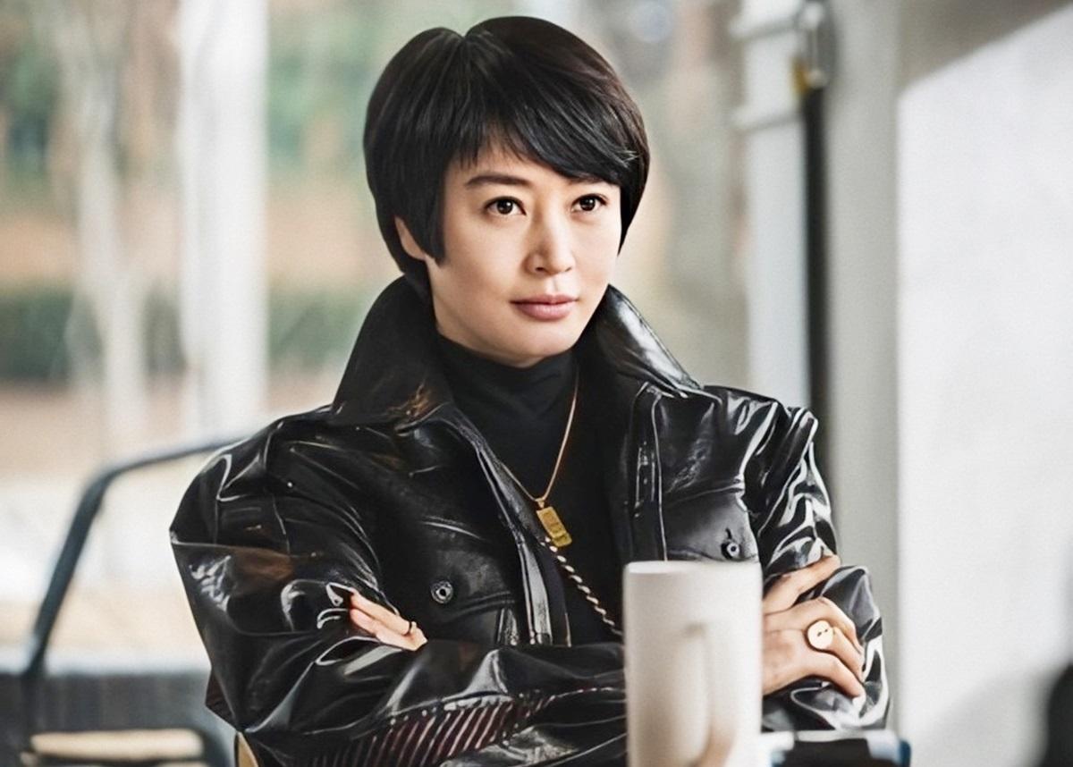 Sắc vóc Kim Hye Soo tuổi 50