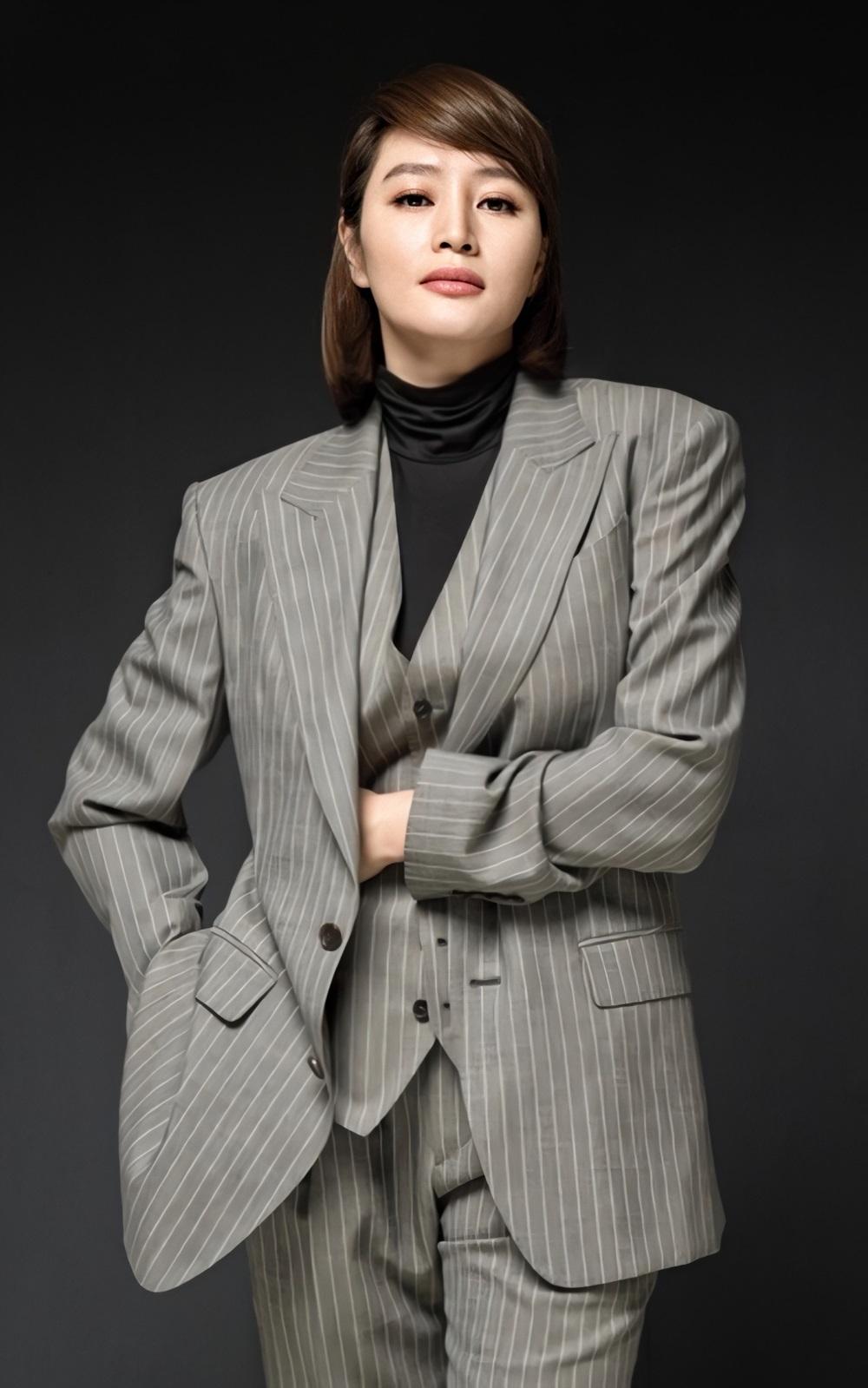 Sắc vóc Kim Hye Soo tuổi 50 - 18