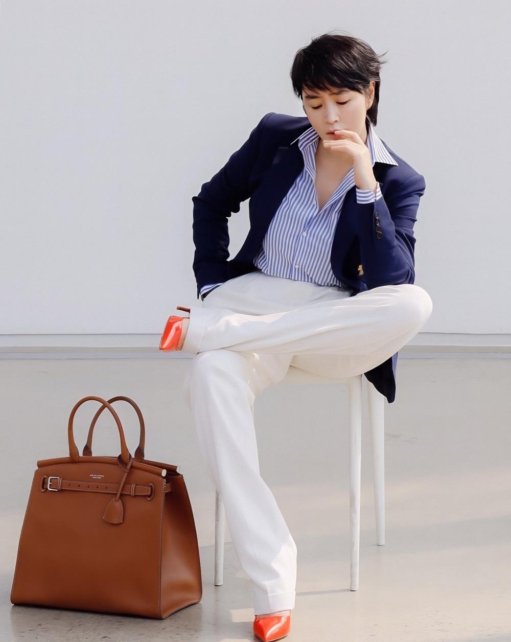 Sắc vóc Kim Hye Soo tuổi 50 - 10