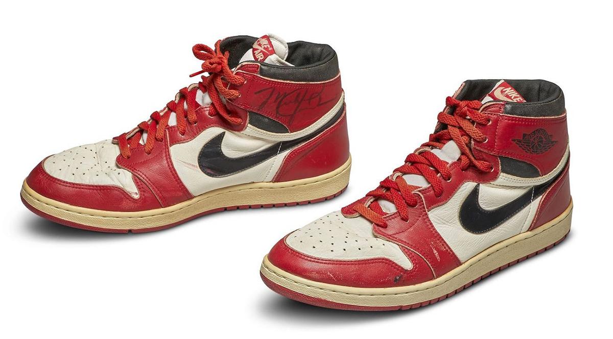 Đôi giày Air Jordan 1 nổi tiếng của Michael Jordan.