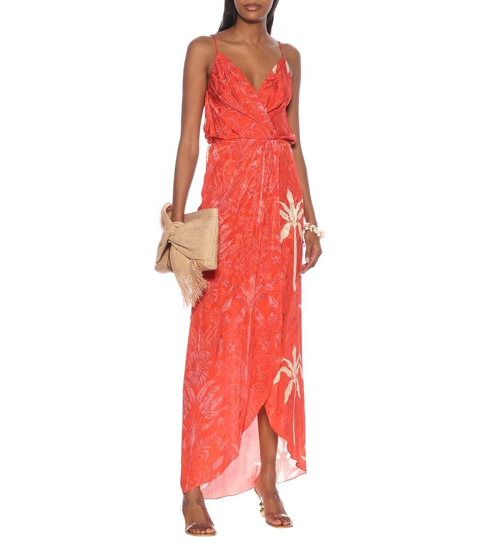 Johanna Ortiz ra mắtváy maxi hai dây, in hình cây ớt Paprika (nguồn gốc Tây Ban Nha), pha màu kem dâu, thể hiện phong cách Colombia và thời trang thập niên 1930. Nhà sản xuất gợi ý kết hợp váy với dép đính cườm, giá 1.286 USD (gần 30 triệu).