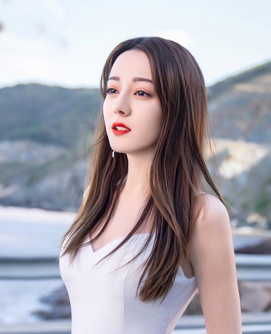 Tập đầu phát sóng trên đài Hồ Nam (Trung Quốc) tối 19/5, xoay quanh việc Chu Phóng hạnh phúc khi chụp ảnh cưới cùng bạn trai. Tuy nhiên, một người tình khác của