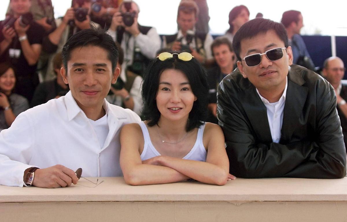 Lương Triều Vỹ, Trương Mạn Ngọc và Vương Gia Vệ tại LHP Cannes 2000. Ảnh: AFP.