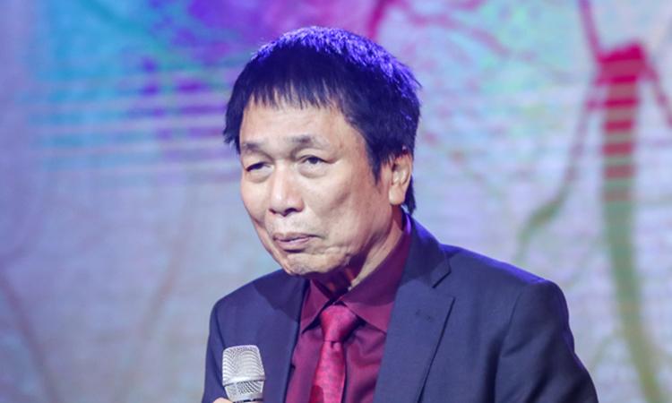 Nhạc sĩ Phú Quang trong liveshow của ông hồi cuối năm 2018. Ảnh: HBN.