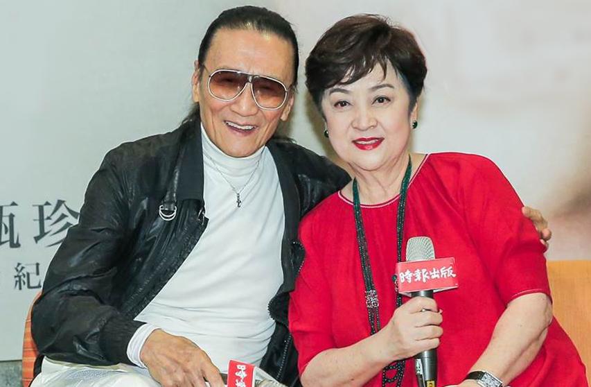 Tạ Hiền chúc mừng Chân Trân khi bà ra mắt tự truyện năm 2019. Ảnh: Chinatimes.