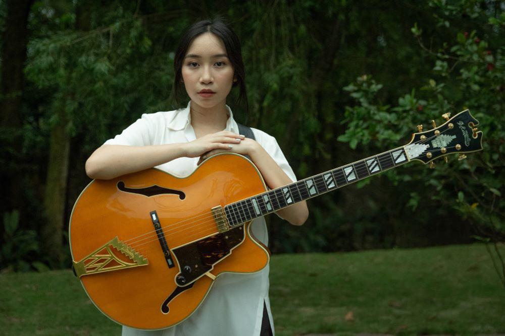 Mỹ Anh đang học chơi nhiều nhạc cụ. Cô vừa tốt nghiệp hướng theo hình ảnh nghệ sĩ độc lập (indie artist): tự sáng tác, phối khí và sản xuất album.