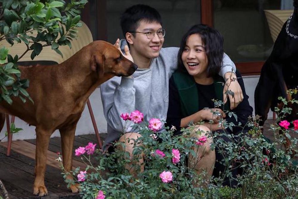 Anh Duy hiện du học ngành Y tại Australia song vẫn duy trì đam mê đàn hát. Thỉnh thoảng, Mỹ Linh đăng các video con trai biểu diễn piano trước người thân, bạn bè.