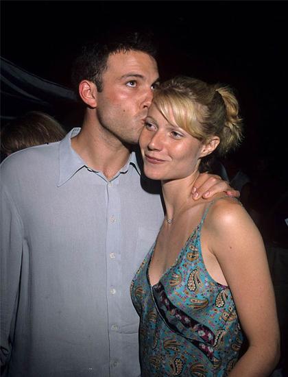 Minh tinh Gwyneth Paltrow là ngôi sao đầu tiên Ben Affleck hẹn hò khi bước vào làng giải trí. Mối tình kéo dài ba năm, từ 1997 đến 2000. Cặp sao quen qua tài tử Matt Damon, bạn thân của Affleck, lúc đó đang hẹn hòWinona Ryder - bạn thân của Paltrow. Năm 2018, nữ diễn viên cho biết từng nghĩ đến chuyện vợ chồng với Ben Affleck. Mối tình đó thật thú vị. Anh ấy là mẫu người bạn muốn tính chuyện lâu dài. Ben giúp tôi hồi phục nhiều chuyện buồn của tuổi thơ. Mối tình đó như một bài học giúp tôi thêm trưởng thành, Gwyneth Paltrow nói trên chương trình củaHoward Stern.