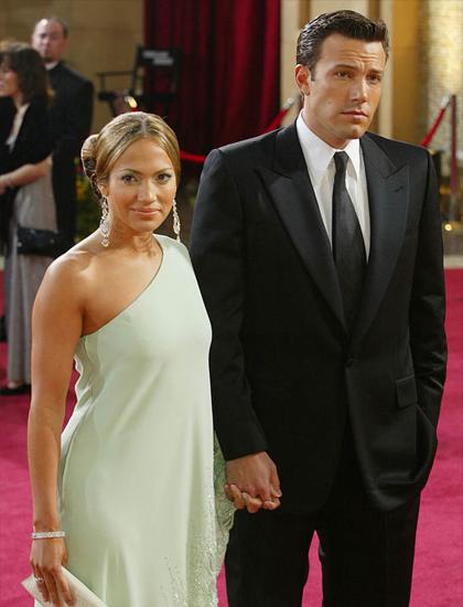 Ben Affleck gặp Jennifer Lopez tại phim trường Gigli năm 2002, nhanh chóng thành đôi. Chuyện tình được chú ý bậc nhất tại Hollywood thời bấy giờ, được gắn biệt danh Bennifer. Hai người đính ước nhưng hủy hôn năm 2004. Cặp sao cho biết lý do chia tay vì quá khó chịu với sự soi mói của công chúng. Jennifer Lopez cho biết chia tay Affleck là lần đầu trái tim cô tan vỡ. Hai người giữ quan hệ bạn bè, thường nói tốt về nhau trên báo chí.