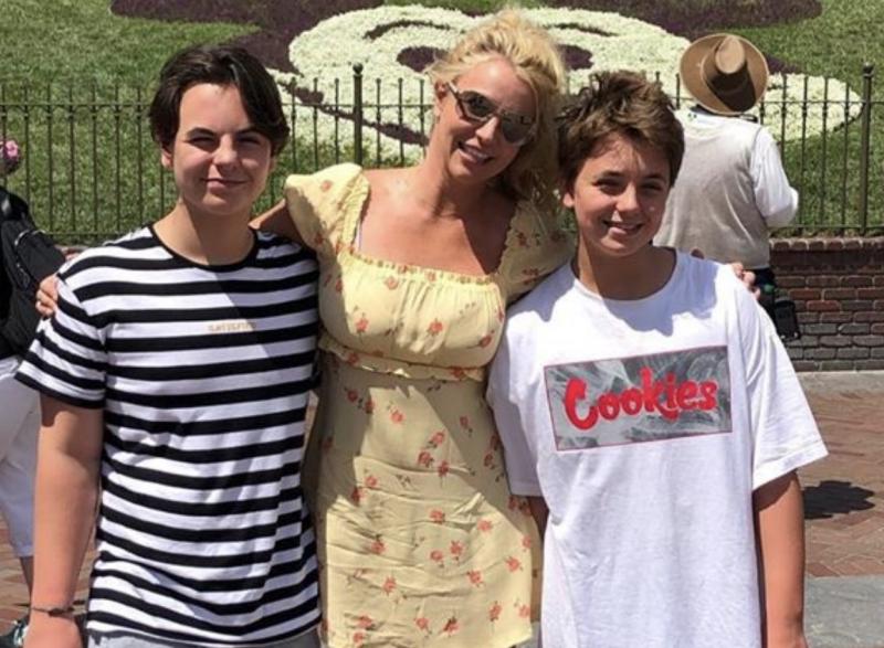 Britney và hai con năm 2019. Ảnh: Instagram.