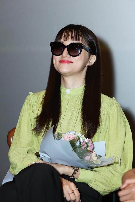 Hương Giang là giám khảo bí mật mà ê kíp sản xuất đã giấu kín để gây bất ngờ cho khán giả.
