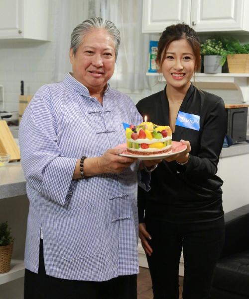 Hồng Kim Bảo và con dâu Chu Gia Úy ghi hình một show truyền hình hồi đầu năm ngoái. Ảnh: Sinchew.
