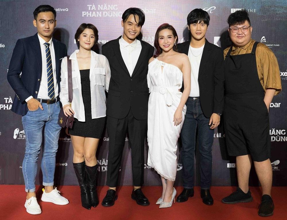 Từ trái sang: diễn viên Thành Vinh, Thùy Dương, Thanh Trực, Khả Như (một nhà đầu tư của phim), diễn viên Trần Phong, Ngọc Long. Ảnh: ProductionQ.
