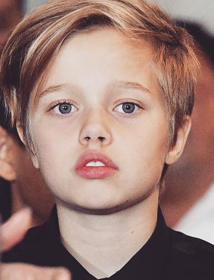 Từ nhỏ, Shiloh tự nhận mình là con trai, giống anh nuôi như Maddox, Pax Thiên. Trả lời tờ Vanity Fair, Angelina Jolie cho biết con thích để tóc ngắn, đam mê các môn thể thao như bóng đá, bòng chày. Shiloh nhiều lần bị gãy chân, tay vì chơi thể thao. Brad Pitt nói cô bé muốn mọi người gọi bằng cái tên John hoặc Peter, lấy cảm hứng từ các nhân vật trong hoạt hình Petrer Pan.