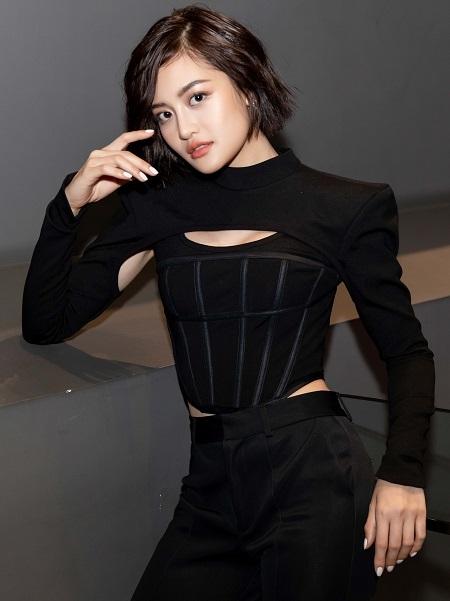 Diễn viên Thùy Anh diện trang phục khoét ngực ở sự kiện. Cô từng nổi tiếng với phim nghệ thuật Đập cánh giữa không trung, trước khi chuyển vào TP HCM đóng phim giải trí vài năm qua. Ảnh: nhân vật cung cấp.