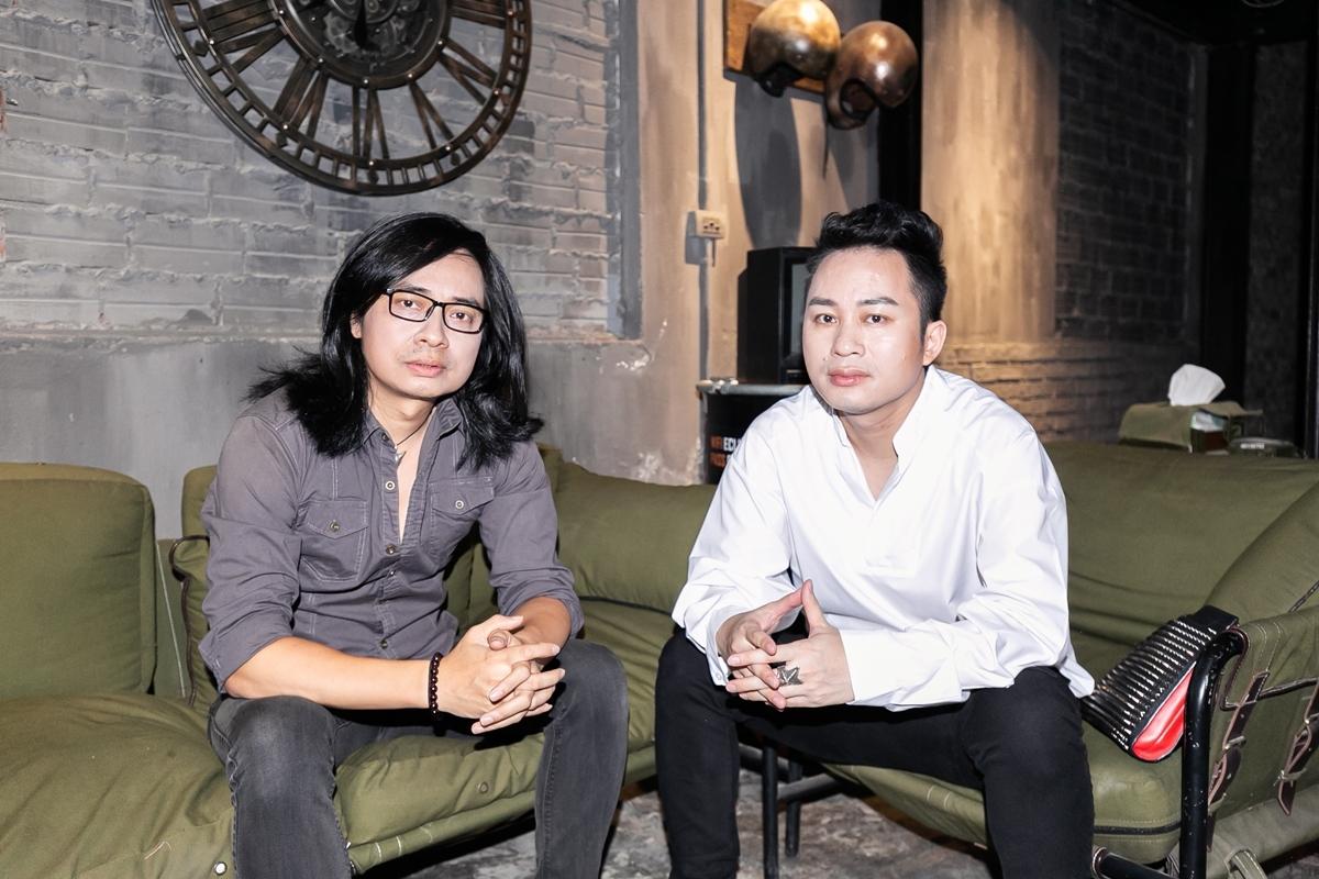 Tùng Dương (phải) và Trần Tuấn Hùng đồng sản xuất MV. Ảnh: Eclips Pictures.