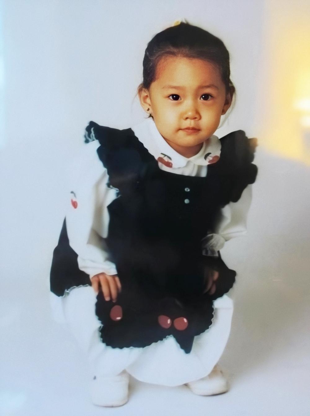 Người hâm mộ cũng truyền nhau loạt ảnh thơ ấu của Yoona, khen cô bụ bẫm đáng yêu từ bé.