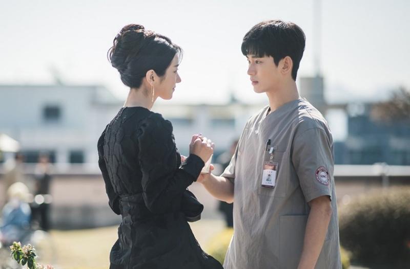 Seo Ye Ji đóng một tác giả truyện thiếu nhi thành công, mắc chứng rối loạn nhân cách xã hội.