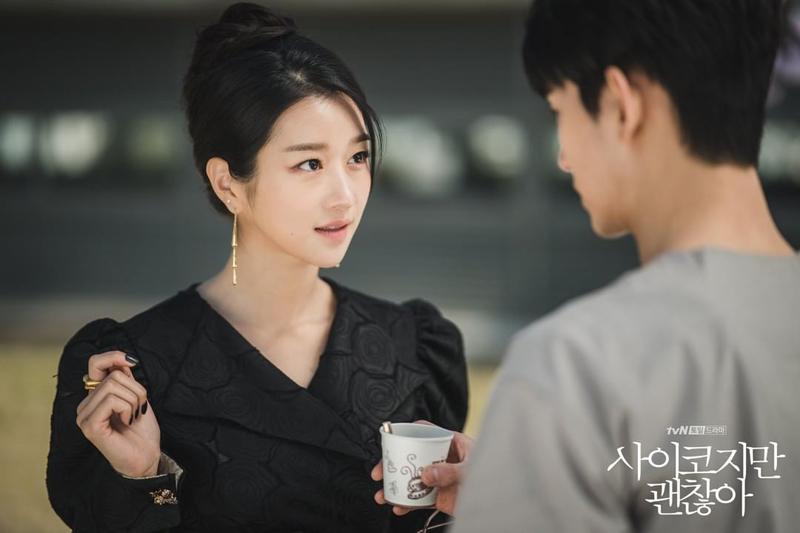 Trong phim, Seo Ye Ji diện các trang phục phong cách quý phái.