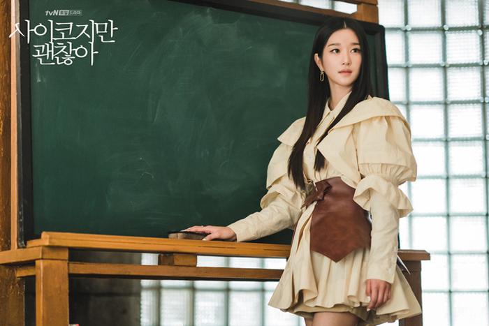 Trên các diễn đàn phim, nhiều khán giả khen tạo hình Seo Ye Ji đẹp, sang trọng. Nhiều người cho rằng đóng cặp với Kim Soo Hyun nam thân hàng đầu Hàn Quốc, cô đứng trước cơ hội tiến xa hơn trong sự nghiệp.