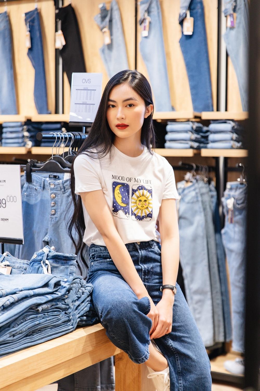 Helly Tống -fashionista nổi tiếng với gu thời trangđơn giản nhưng cuốn hút - cũng là khách hàng quen của thương hiệu này. Cô quan niệmthời trang không chỉ là mặc đẹp mà còn thể hiện dấu ấn cá nhân, giúp mọi ngườitự tin khẳng định bản thân mình.