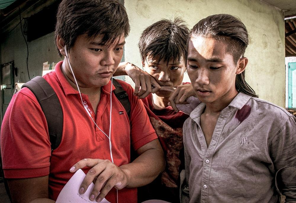 Từ trái sang: Thanh Huy, Anh Khoa và Anh Tú Wilson trên trường quay. Ảnh: CJ.