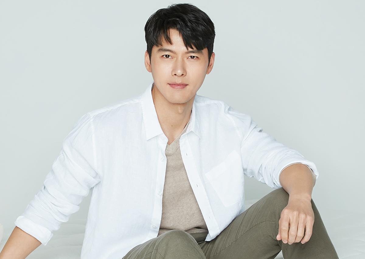 Hyun Bin tên thật là Kim Tae Pyung, sinh năm 1982 tại Seoul. Anh tốt nghiệp Đại học Chung Ang, chạm ngõ màn ảnh năm 2003. Anh nổi tiếng nhờ Tôi là Kim Sam Soon, Nữ hoàng tuyết, Thế giới họ đang sống(đóng cùng Song Hye Kyo), Khu vườn bí mật... Hồi đầu năm, anh gây sốt với phim truyền hình Hạ cánh nơi anh, phá kỷ lục đài tvN với 21,7% tỷ lệ người xem (rating).