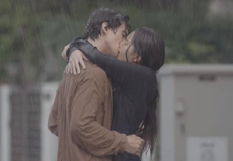 Nụ hôn của Lâm và Hân trong tập cuối phim. Ảnh: VFC.