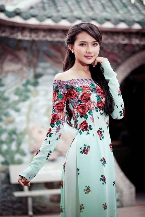 Phan Như Thảo có nhan sắc ngọt ngào, gương mặt thuần Á Đông.