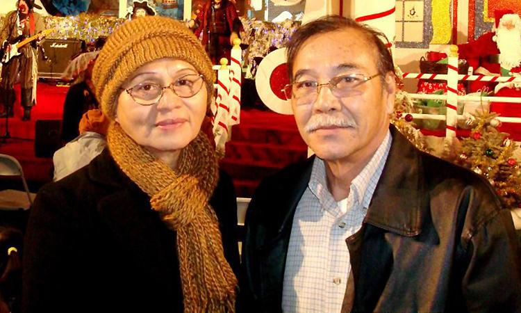 Nhạc sĩ Trần Quang Lộc bên vợ - bà Nguyễn Thị Thuận. Ảnh: Facebook.