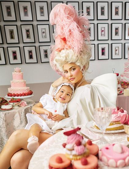 Kylie Jenner cùng con gái chụp ảnh thời trang tại văn phòng Kylie Cosmetics. Ảnh: Harpers Bazaar.