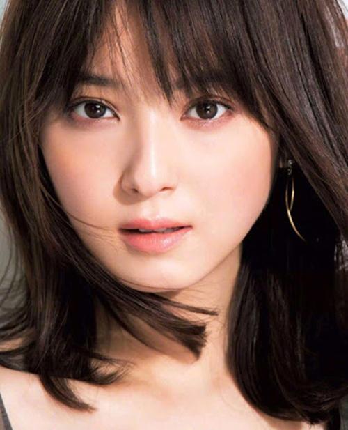 Nozomi Sasaki, diễn viên kiêm người mẫu nhiều lần được bình chọn đẹp nhất Nhật Bản. Ảnh: Elle.