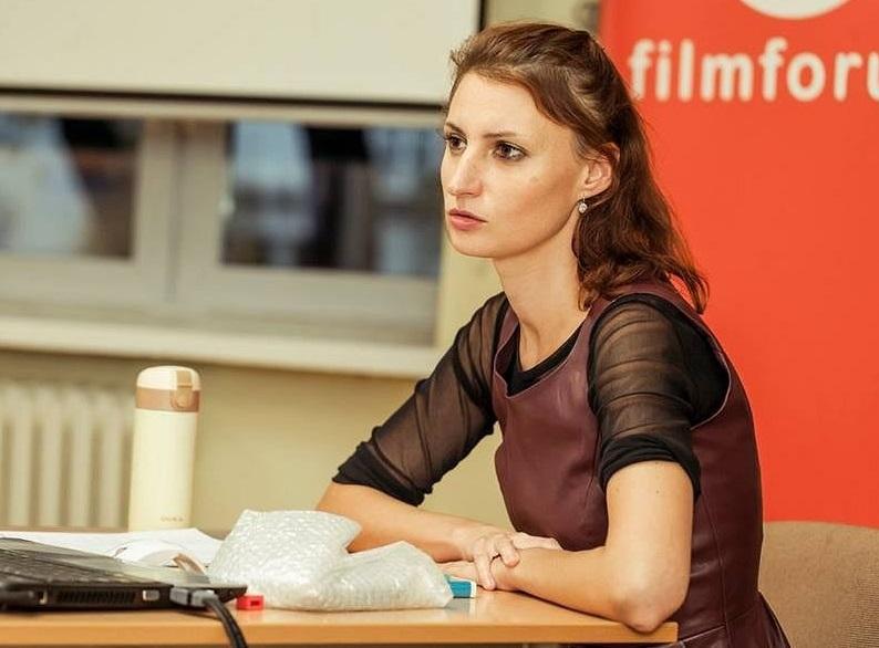 Đạo diễn tác phẩm là Barbara Białowąs (người Ba Lan). Trên Wyborcza, cô cho biết ủng hộ phong trào Me Too (chống quấy rối, xâm hại tình dục). Ảnh: Ewa Jasińska/Wyborcza.