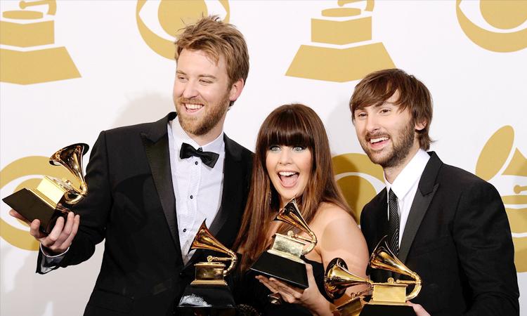 Lady Antebellum đoạt bốn giải Grammy bản hit Need You Now năm 2011. Ảnh: Grammy.